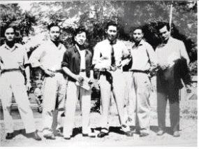 Cố võ sư sáng tổ Nguyễn Lộc (giữa, tại Sài Gòn năm 1955)